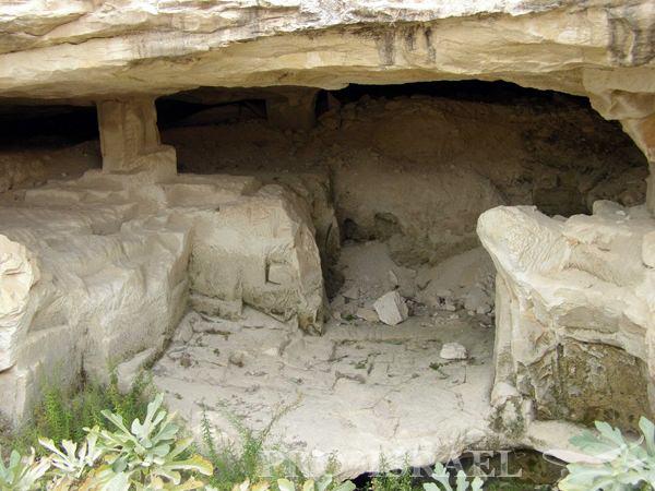 Пещера, где найдены устройства для выделки каменной посуды