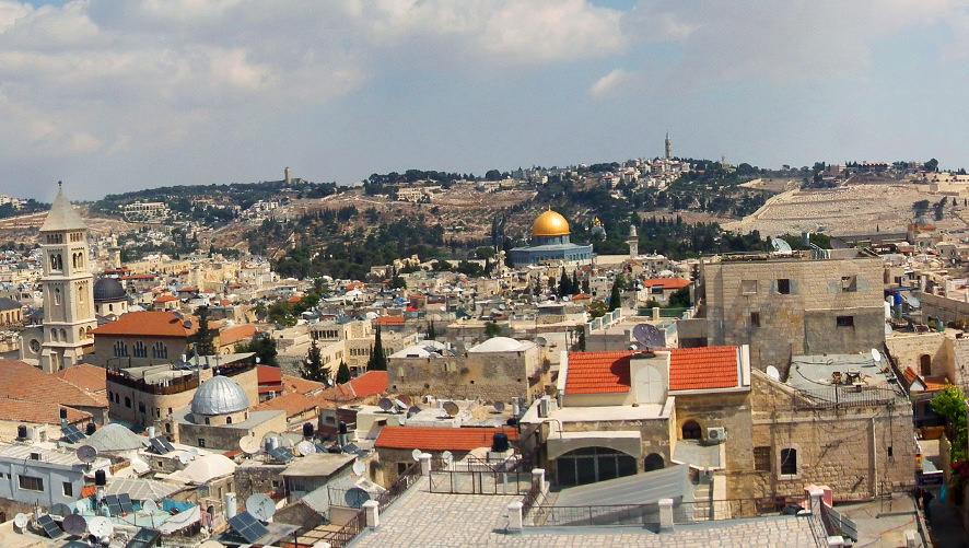 Вид на Храмовую гору с Золотым куполом со смотровой площадки «Башни Давида»