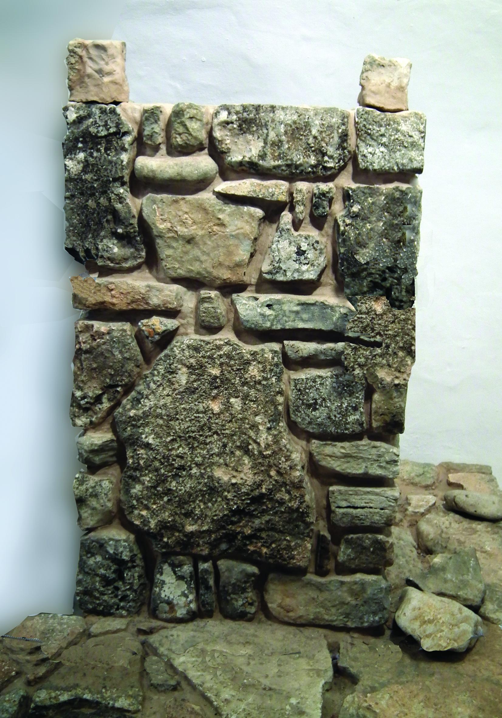 Древний каменный жертвенник